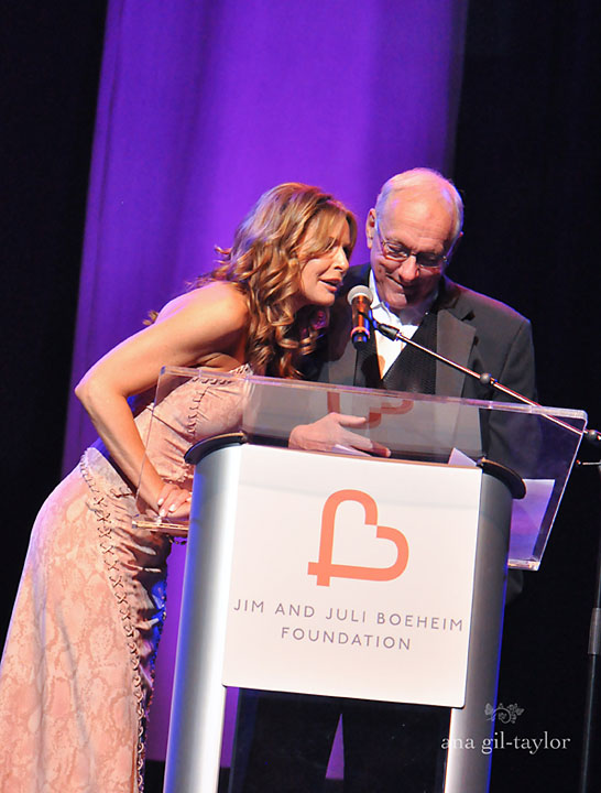 Jim and Juli Boeheim presenting at their 2014 Basket Ball event.